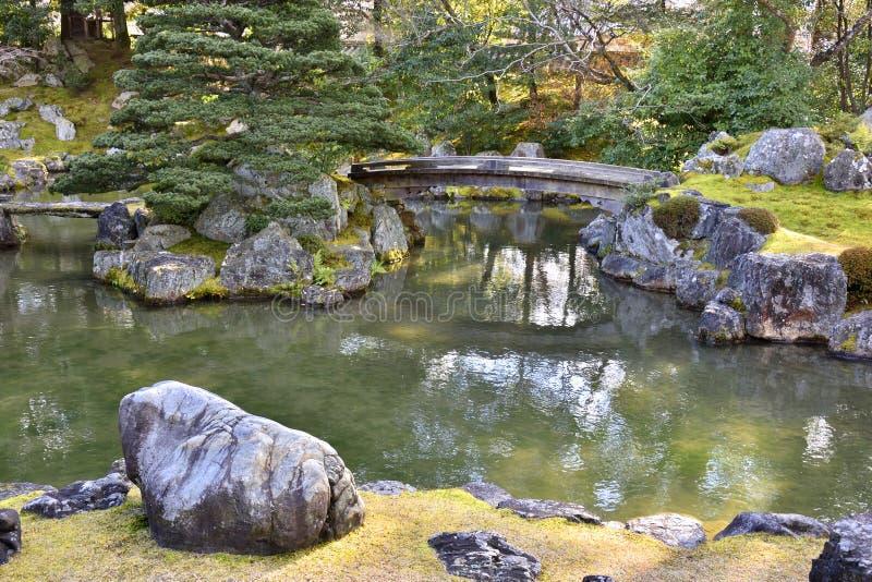 Pont en bois japonais photo stock