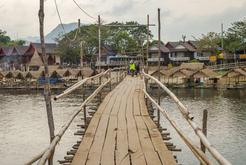 Pont en bois, Vang Vieng photographie stock