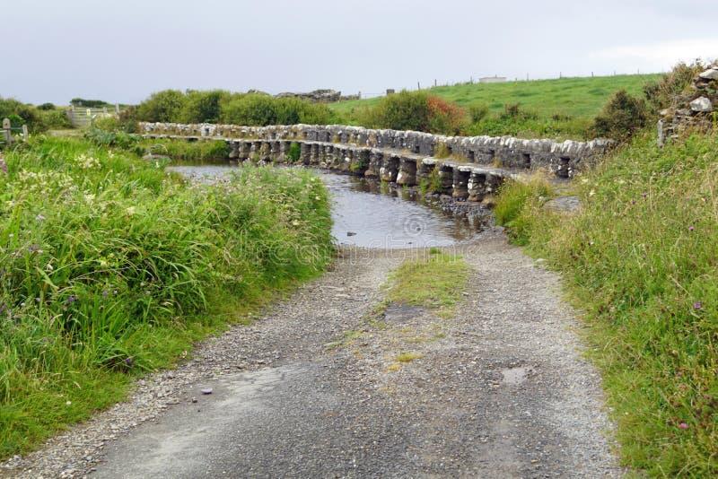 Pont en clapet au-dessus de comté Mayo Killeen Bunlahinch de l'Irlande de rivière de Carrownisky photos libres de droits