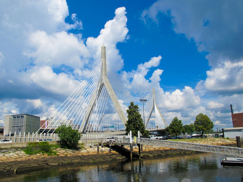Pont en mémorial de côte de soute de Leonard P. Zakim photographie stock libre de droits