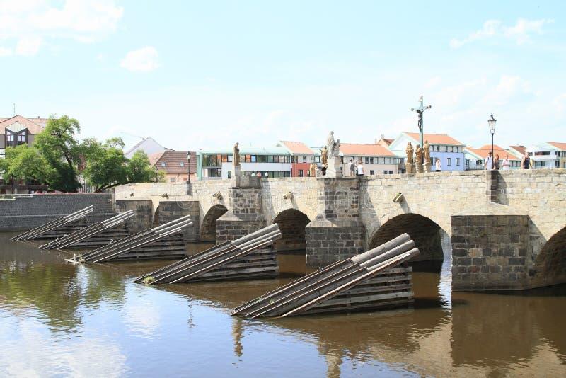 Download Pont en pierre dans Pisek photographie éditorial. Image du médiéval - 77150142