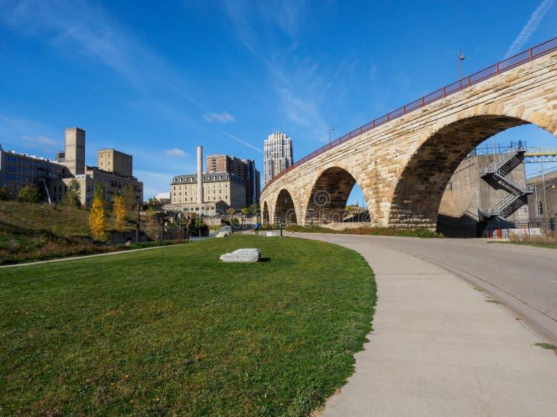 Pont en pierre de voûte à Minneapolis 3 photographie stock
