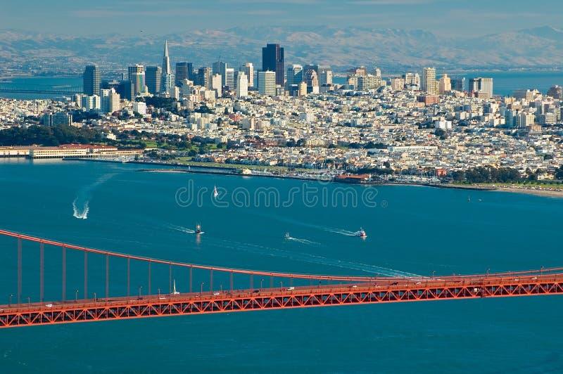 Pont en porte d'or et San Francisco photos libres de droits