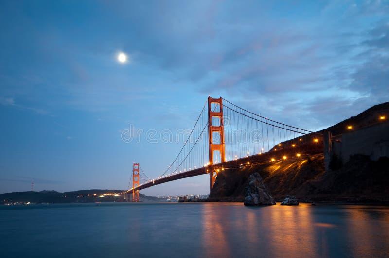Pont en porte d'or, San Francisco au crépuscule photos libres de droits