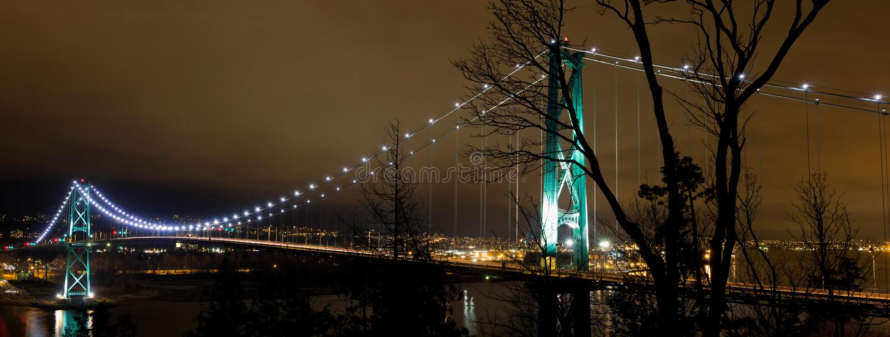 Pont en porte de lions à Vancouver Bc la nuit image stock