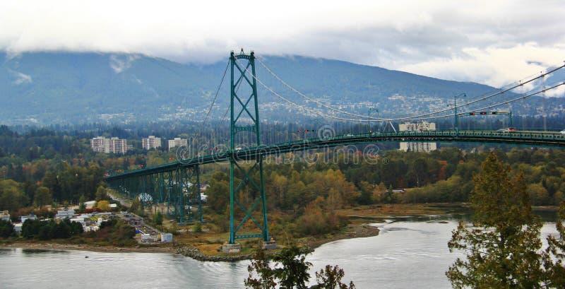 Pont en porte de lions, couleur d'automne, feuilles d'automne, paysage de ville en Stanley Paark, Vancouver du centre, Colombie-B photographie stock