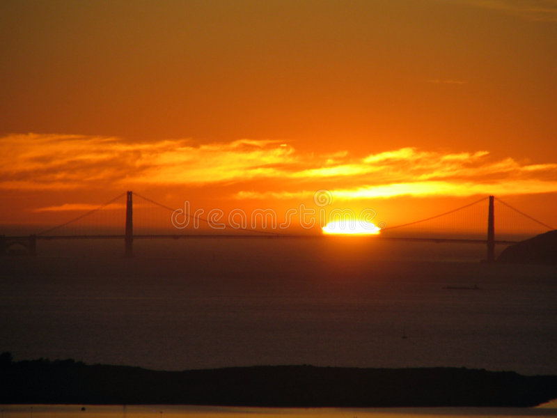 Pont en porte de Sunset_Golden photos libres de droits