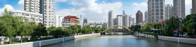 Pont en route de Wuzhen au-dessus de Suzhou Creek, Changhaï images libres de droits