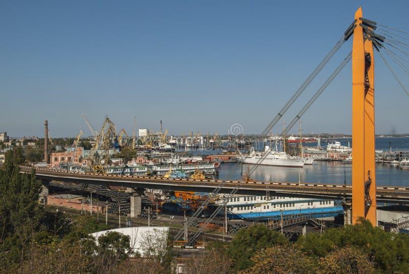 Pont en route près du port d'Odessa image libre de droits