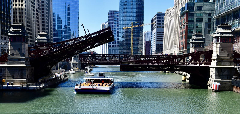 Pont en rue de LaSalle en position augmentée photos libres de droits