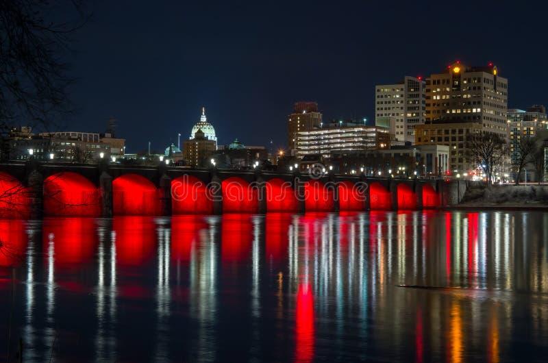 Pont en rue du marché d'Harrisburg la nuit photographie stock