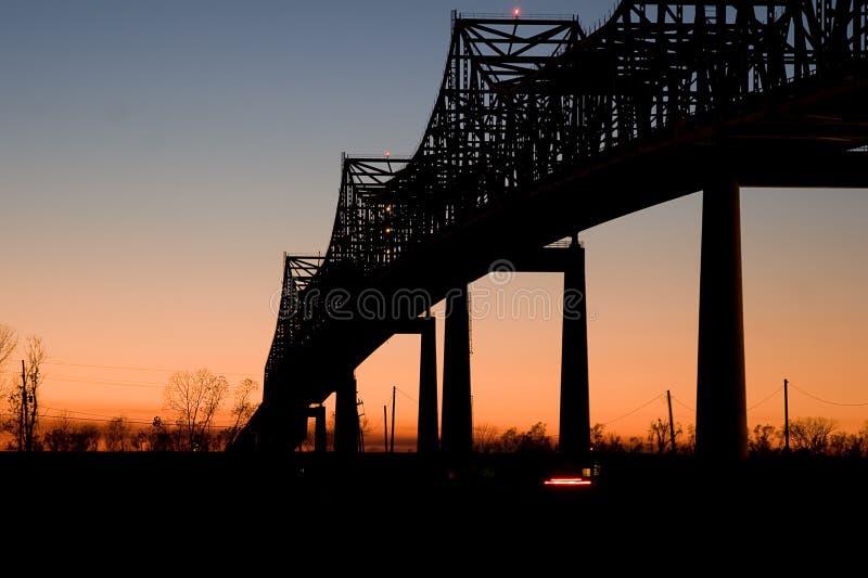 Pont en soleil au coucher du soleil photos libres de droits