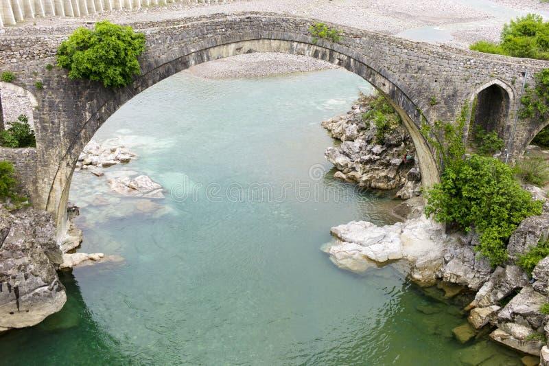 Pont en tabouret de Mes, Albanie photo libre de droits