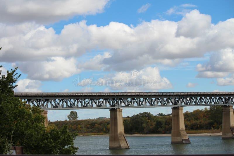 Download Pont en train image stock. Image du construit, saskatoon - 45360125