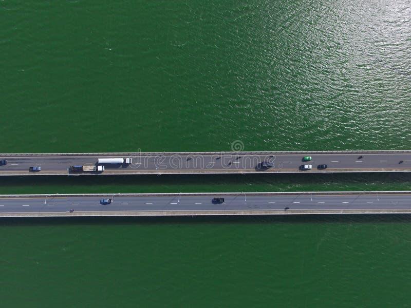 Pont en transport au-dessus de la mer photographie stock libre de droits