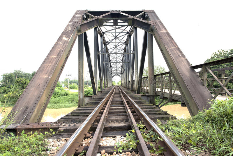Pont en voie ferrée en métal photo stock