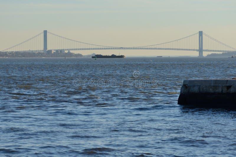 Pont et bateau images libres de droits
