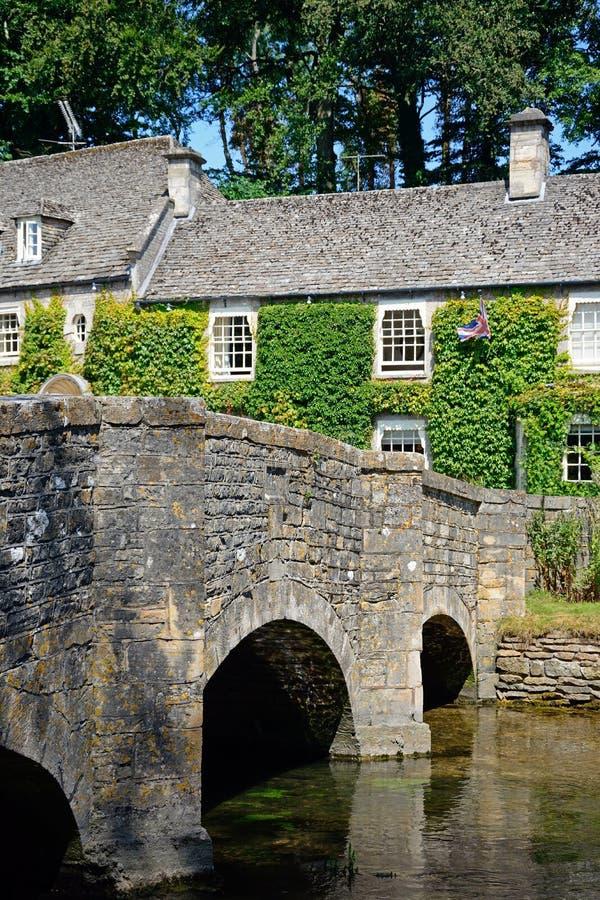 Pont et cottages en pierre, Bibury photos libres de droits