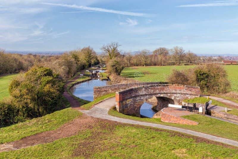 Pont et vol de canal de serrures, de Worcester et de Birmingham, Angleterre image libre de droits