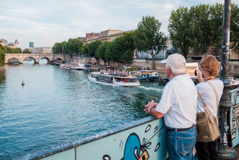 pont för konstbrodes paris royaltyfri foto