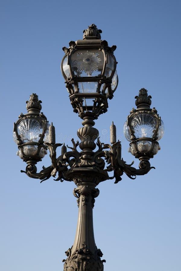 pont för lamppost för alexandre bro iii fotografering för bildbyråer