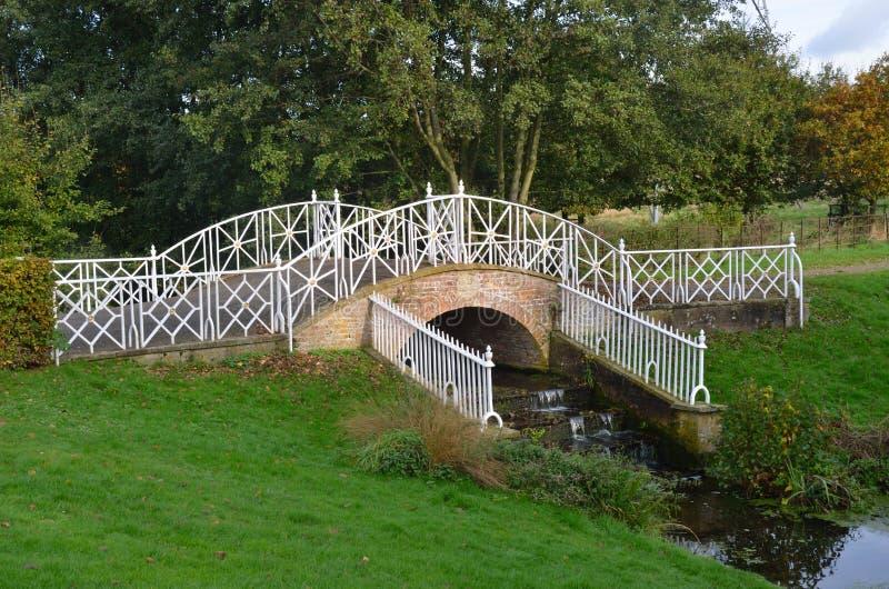 Pont fleuri en fer photo libre de droits