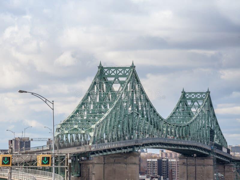 Pont Jacques Cartier Longueuil admitido puente en dirección de Montreal, en Quebec, Canadá imagen de archivo