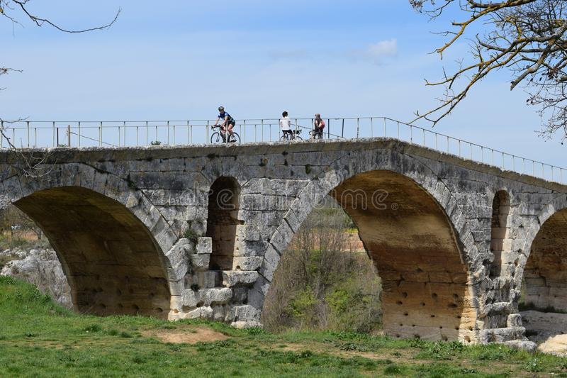 Pont Julien, le Calavon, Luberon, Provence, Frankrike royaltyfria bilder