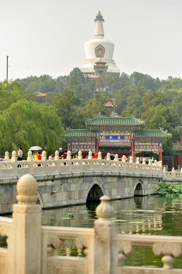 Pont légendaire de parc impérial de Pékin : Beihai de Pékin La Chine photos libres de droits