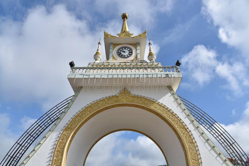 Pont l'État Shan Myanmar de tour d'horloge de banlieue noire de Mong Lah image stock