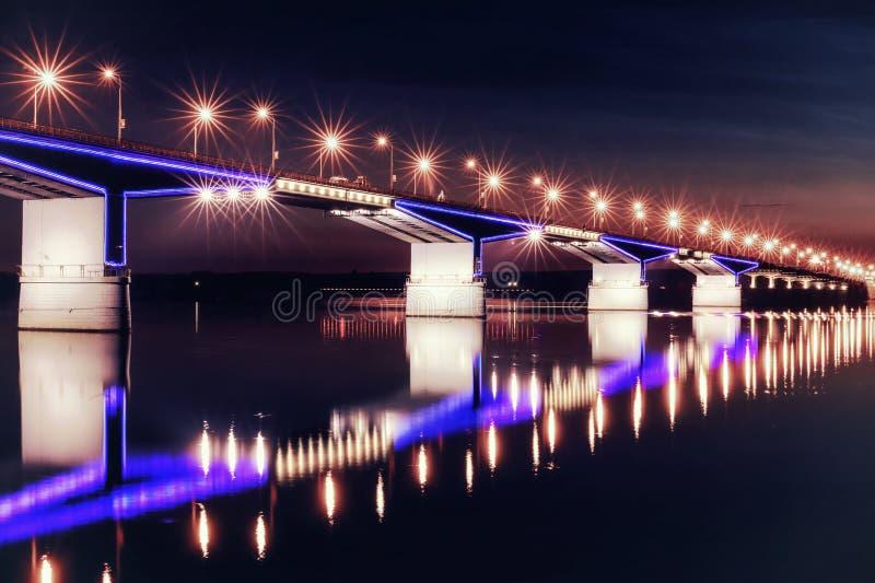 Pont la nuit images stock