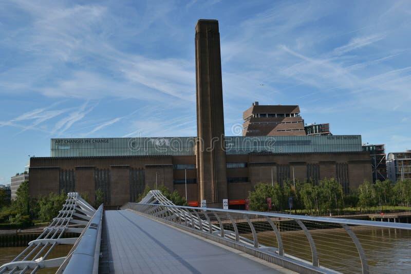 Pont la Tamise Tate Modern London de millénaire photographie stock