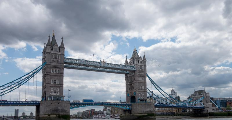 Pont-levis de pont de tour à Londres L'Angleterre et le Royaume-Uni photographie stock libre de droits