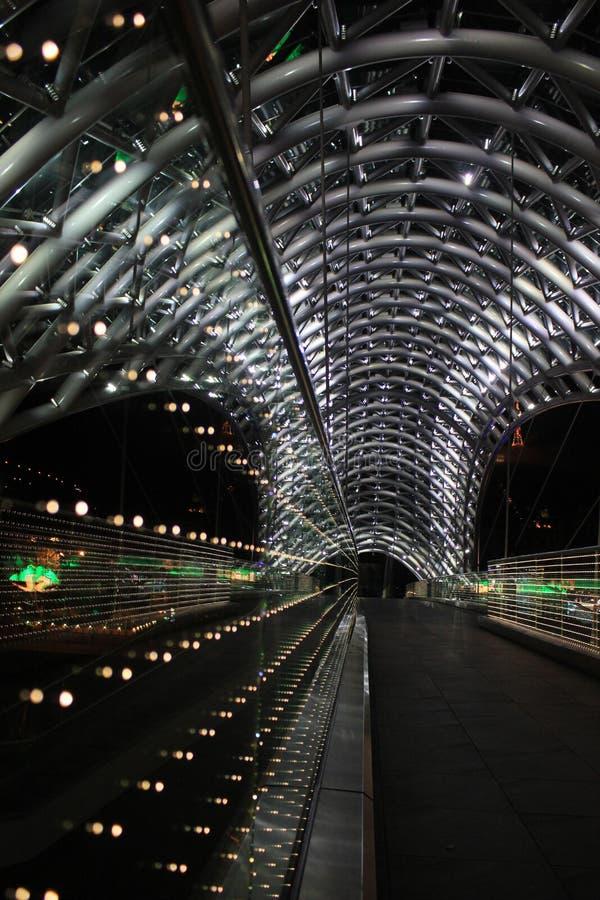 Pont lumineux à Tbilisi image stock
