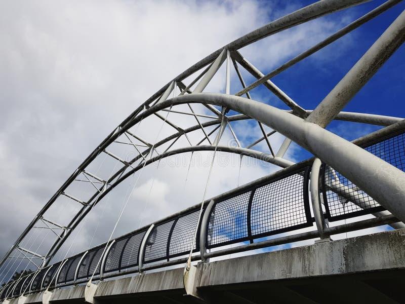 Pont métallique à Cheltenham, Royaume-Uni image libre de droits