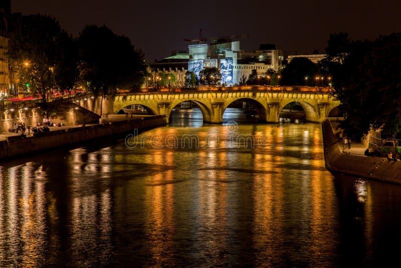 Pont Neuf la nuit Paris France photo stock