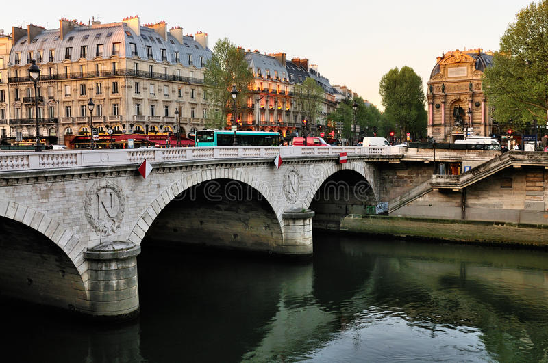 Download Pont Neuf in the morning editorial stock photo. Image of seine - 20729203