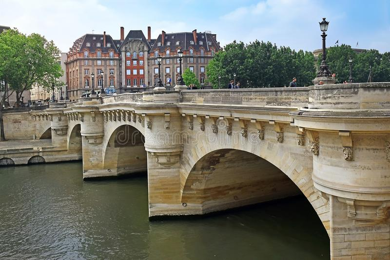 Pont Neuf, most który krzyżuje wonton rzekę w Paryż, Francja obraz royalty free