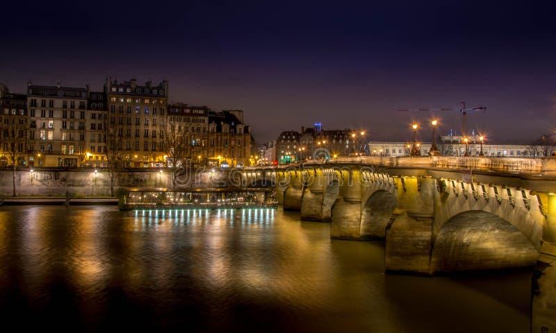 Pont Neuf, Parijs bij nacht royalty-vrije stock afbeelding