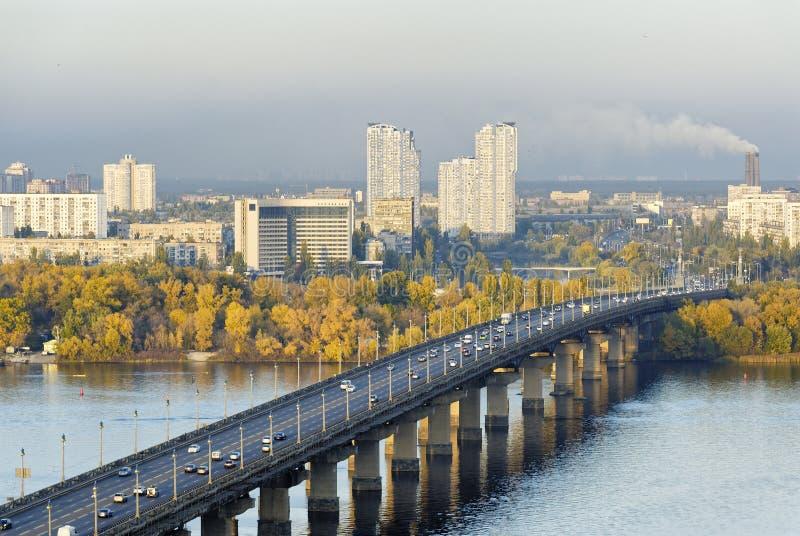 Pont Paton sur le fleuve Dripro à Kiev photo stock