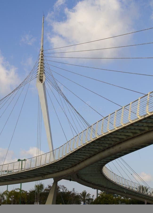 Pont piétonnier de skywalk de l'Israël - du Petach-Tikwa images stock