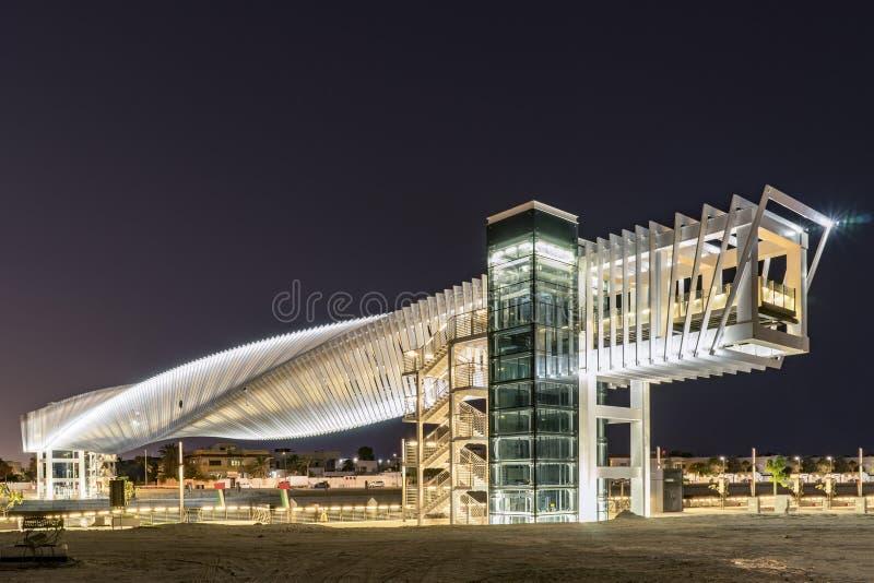 Pont piétonnier futuriste contemporain, Dubaï photo stock