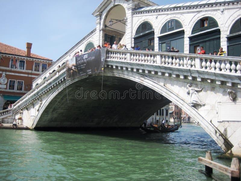 Download Pont Rialto à Venise photo éditorial. Image du architecture - 45356131