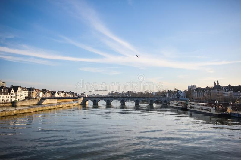 Pont romain d'horizon de Maastricht vieux photos stock