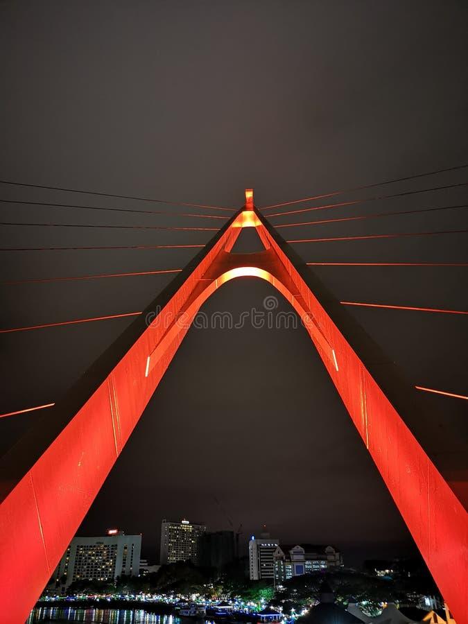 Pont rouge de secousse chez Sarawak photo libre de droits