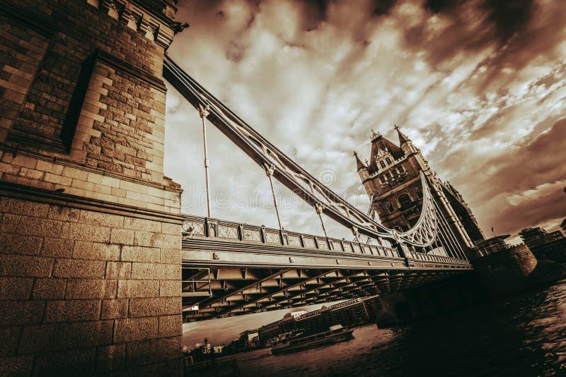 Pont Royaume-Uni de tour photo stock