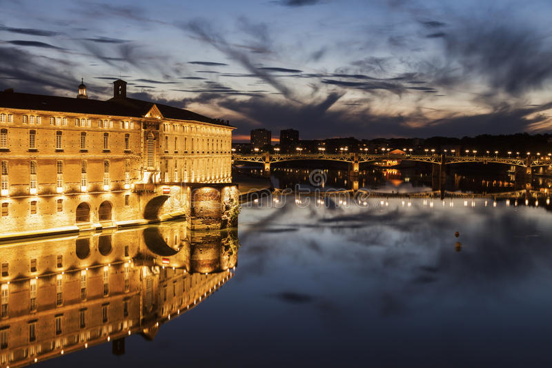 Pont-Saint Pierre und Hotel Dieu-Heiliges Jacques lizenzfreie stockfotos