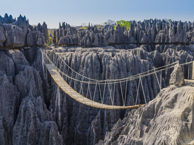 Pont suspendu au-dessus du canyon du parc national de Tsingy de Bemaraha, Madagascar photos stock