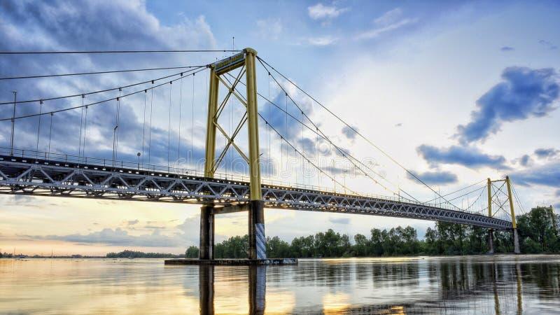 Pont suspendu de Barito en rivière de barito photographie stock libre de droits