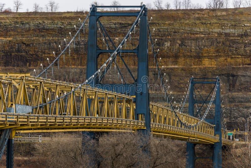 Pont suspendu de rue du marché - la rivière Ohio - Steubenville, Ohio et Virginie Occidentale photographie stock